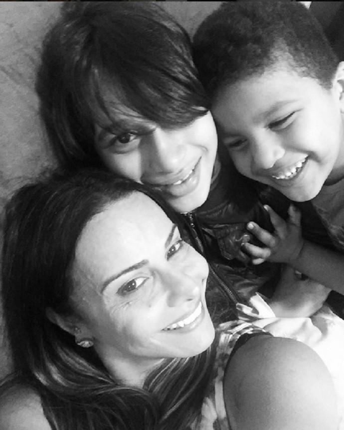 Viviane Araújo diz ser uma tia bem coruja e apaixonada pela família (Foto: Arquivo Pessoal)