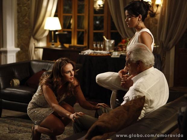 Paloma alerta César na cara de Aline (Foto: Pedro Curi/TV Globo)