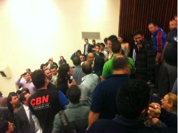 Confusão ocorreu após divulgação do resultado (Foto: Fernando Castro/ G1)