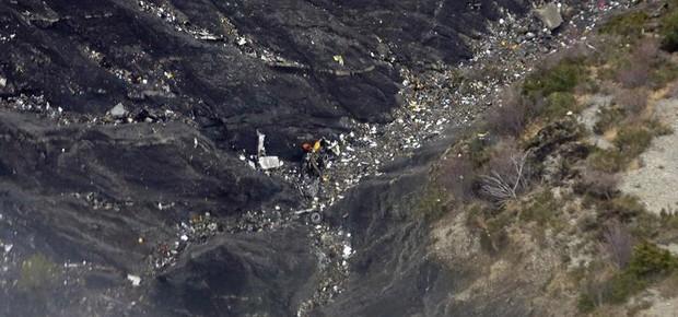 Vista aérea dos restos da aeronave da Germanwings (Foto: Agência EFE)