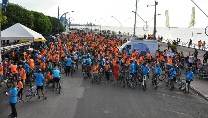 Foram mais de mais de 7km de pedaladas, práticas esportivas e sorteio de prêmios na Praça do Pescador (Foto: Zé Rodrigues/ TV Tapajós)