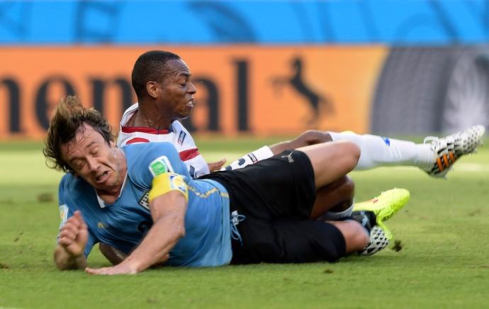 Miller faz pênalti em Lugano (Foto: AFP)