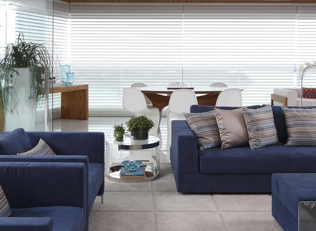 Populares Tons de azul se destacam em apartamento com base neutra - Casa e  UL29
