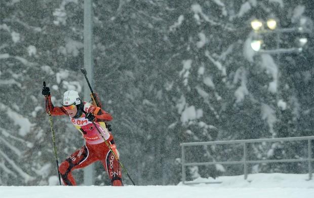 biatlo Tora Berger em Khanty Mansiysk (Foto: AFP)