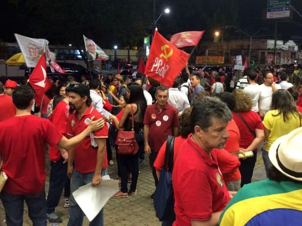 Ato em defesa de Dilma Rousseff acontece nesta segunda (29), em Natal (Foto: Michelle Rincon/Inter TV Cabugi)