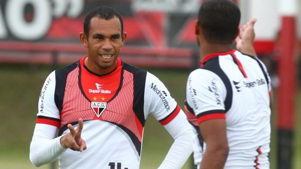 Robston, meia do Atlético-GO (Foto: Benedito Braga/O Popular)
