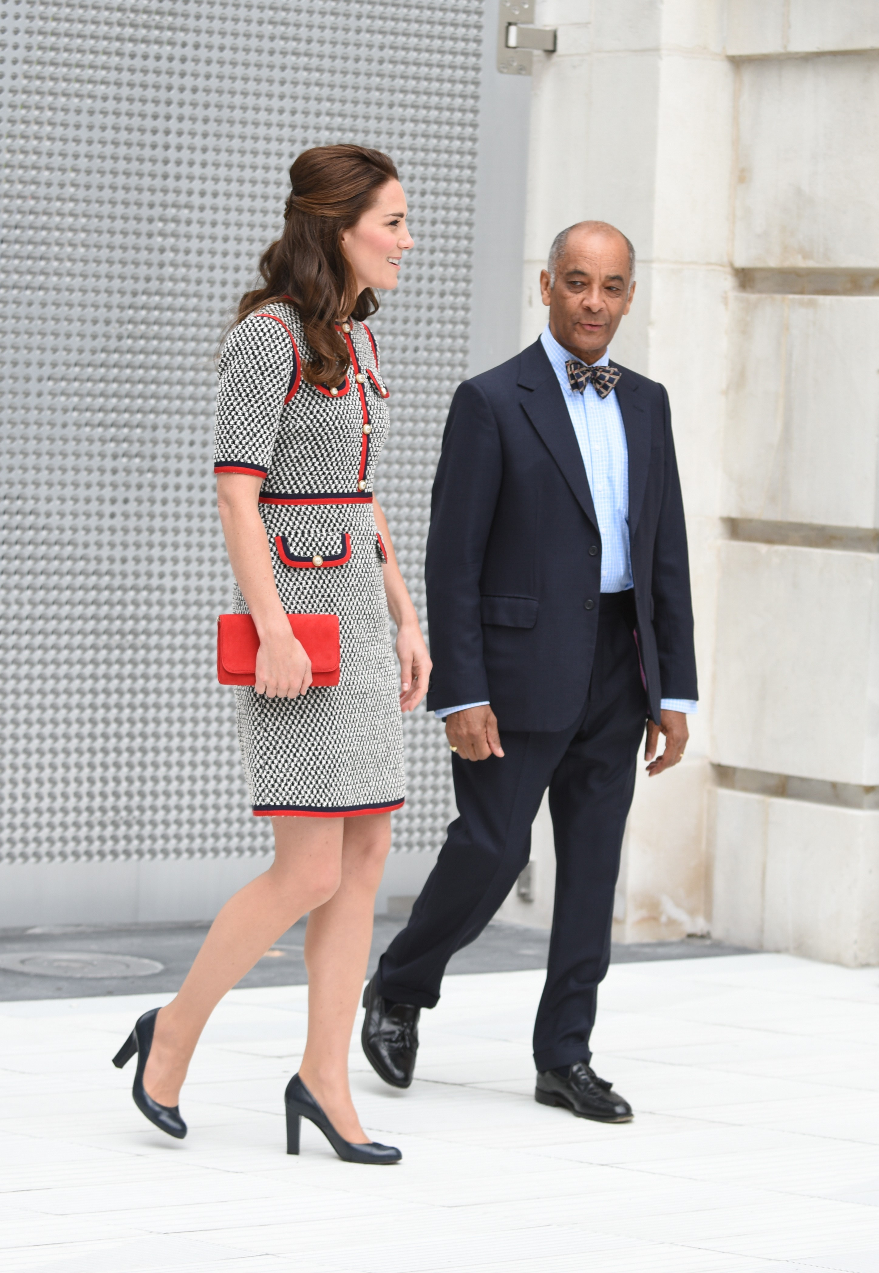 Kate Middleton elege look Gucci para visita ao V&A em Londres (Foto: Getty Images)