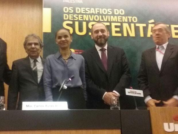 Marina Silva deu palestra ao lado do ministro aposentado do STF Carlos Ayres Britto e do advogado-geral da União, Luís Inácio Adams (Foto: Marianna Holanda/G1)