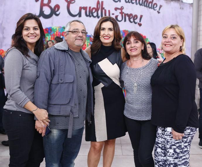 Convidados com a Fátima depois do programa  (Foto: Fábio Rocha/Gshow)