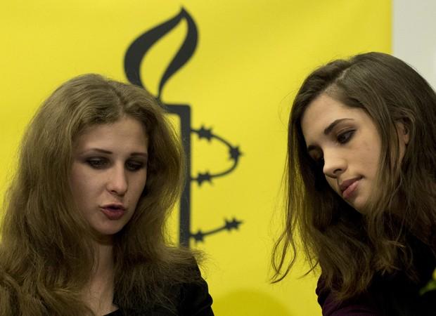 Nadezhda Tolokonnikova e colega agora são ativistas da Anistia Internacional e subirão ao palco em show durante evento (Foto: AFP)