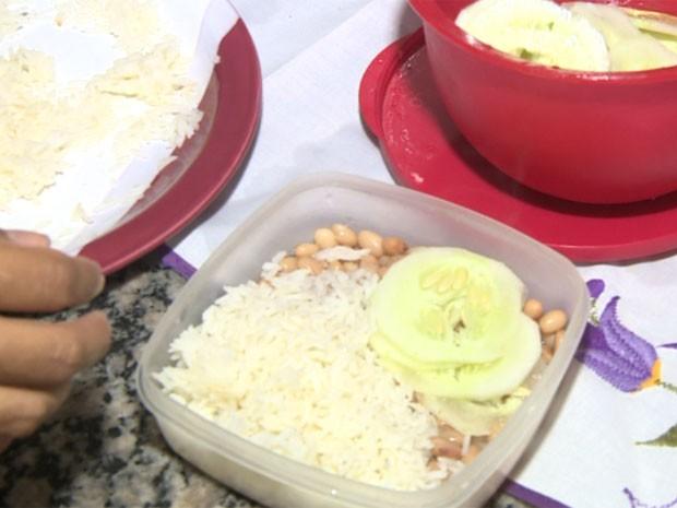Pais precisam preparar marmita para os alunos (Foto: Márcio Silveira/EPTV)