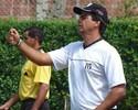 Técnico do Tombense-MG observa jogadores para disputa do Mineiro