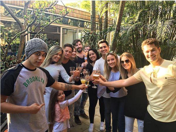 Leonardo e família (Foto: reprodução/Instagram)