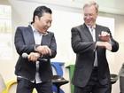 Psy dança 'Gangnam style' com diretor do Google na Coreia do Sul