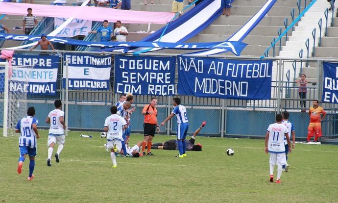 Nacional e São Raimundo confusão (Foto: Matheus Castro)