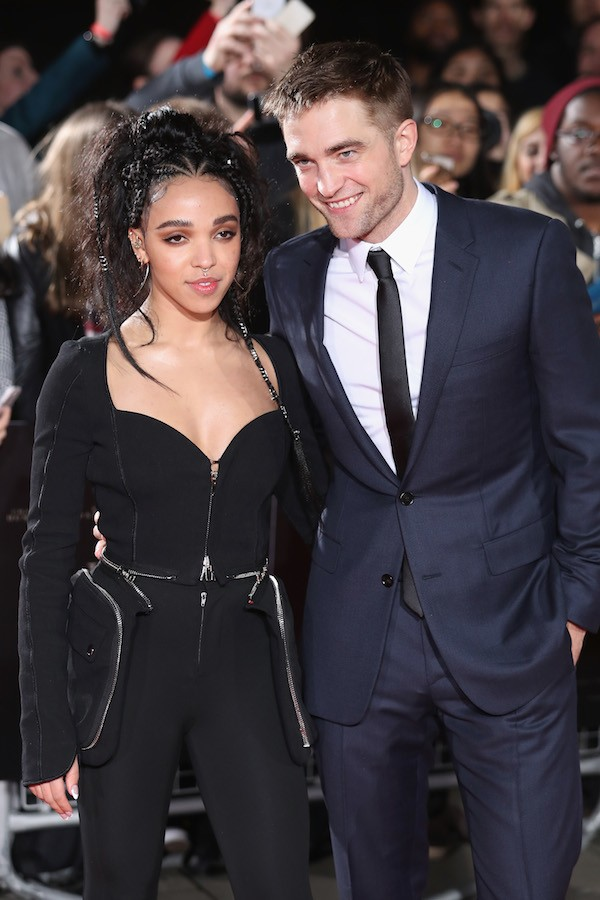 O ator Robert Pattinson e a cantora FKA Twigs (Foto: Getty Images)