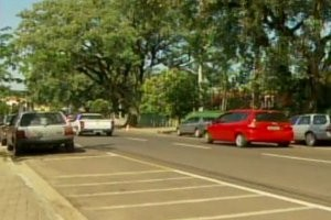 Apesar da revitalização da Avenida Beira Rio, moradores reclamam da infraestrutura (Foto: Reprodução EPTV)
