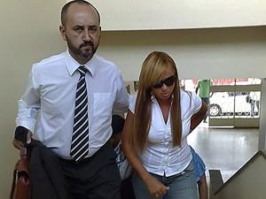 Adriana e o advogado Jackson Costa Rodrigues em audiência no ano de 2009 (Foto: Alicia Uchoa / G1 / Arquivo)