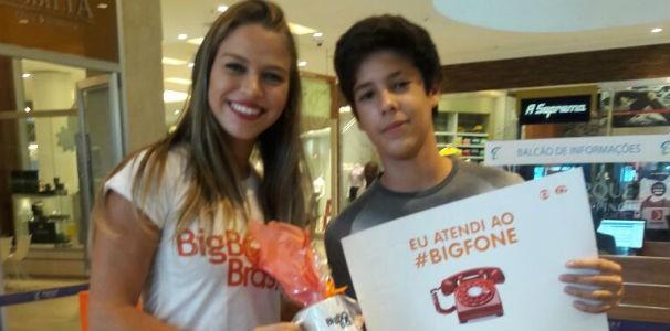 Jovem não perdeu tempo e atendeu a ligação no primeiro toque  (Foto: Divulgação / Marketing TV Gazeta)