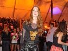 Heloísa Marra avalia o look roqueira-chique de famosas como Marina Ruy Barbosa e Paolla Oliveira