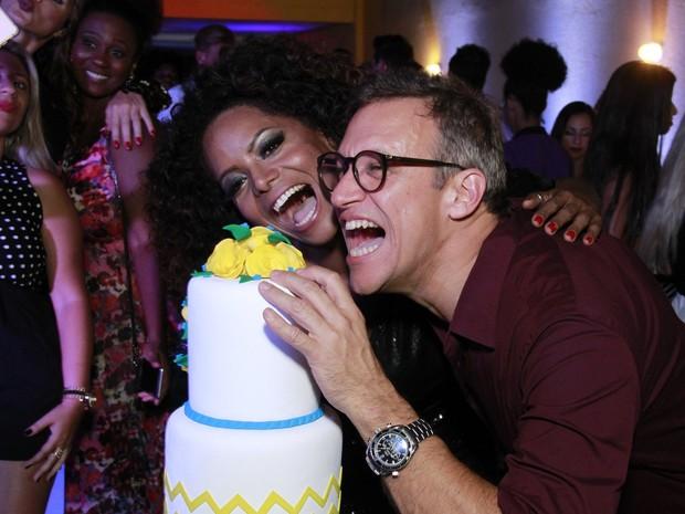 Adriana Bombom e o noivo, Adrien Cunha, em evento no Rio (Foto: Marcos Ferreira/ Brazil News)