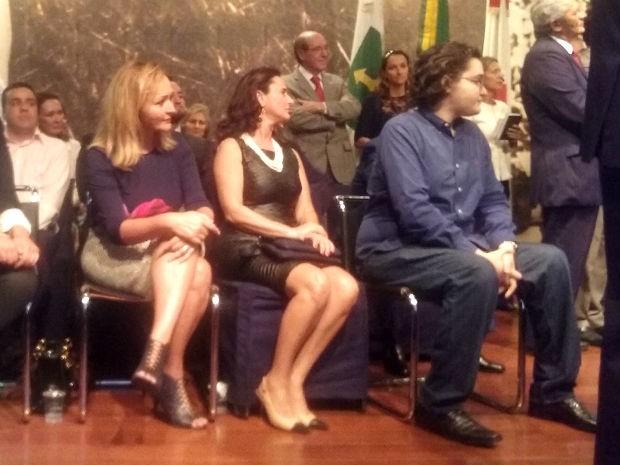 Jaqueline e Wesliane, filhas de Joaquim Roriz, e Joaquim Roriz Neto em cerimônia no Memorial JK (Foto: Mateus Rodrigues/G1)