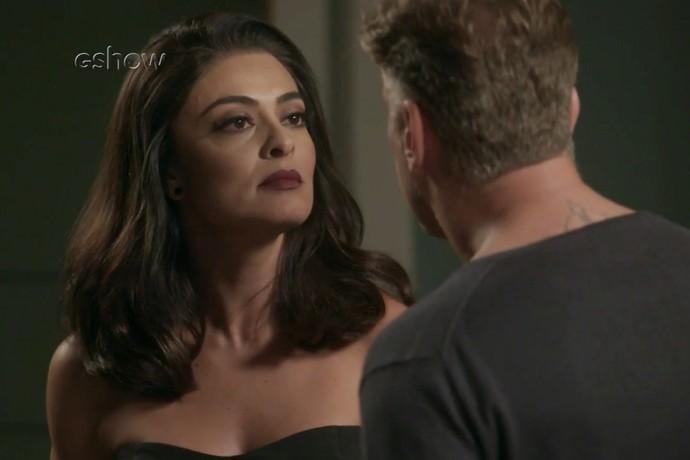 Carolina deixa Arthur só na vontade (Foto: TV Globo)
