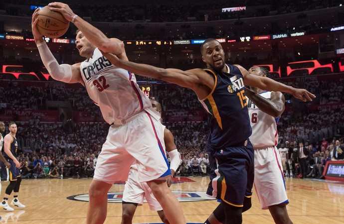 Blake Griffin e Derrick Favors Clippers x Jazz NBA (Foto: Reuters)