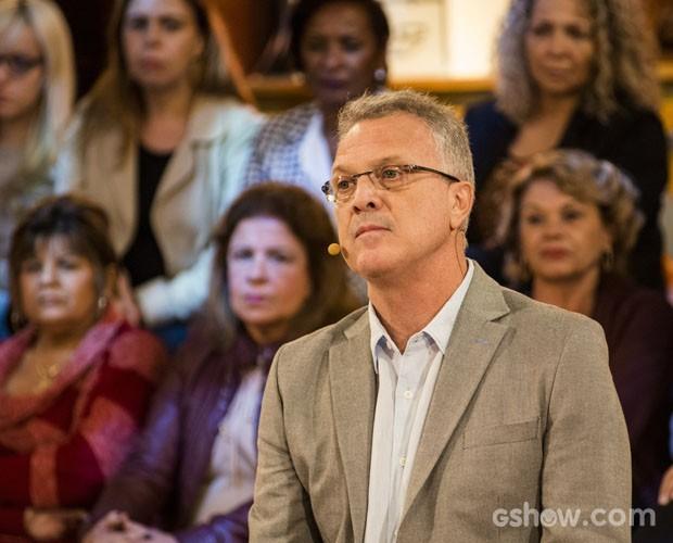 Pedro Bial apresenta o tema Polícia no Na Moral de hoje (Foto: Ellen Soares / TV Globo)