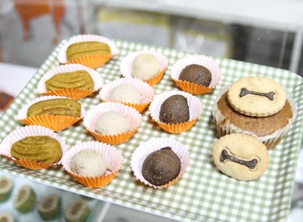 Petiscos da massa de bifinho de carne (churros, beijinho e brigadeiro) e cupcake (Foto: Divulgação)