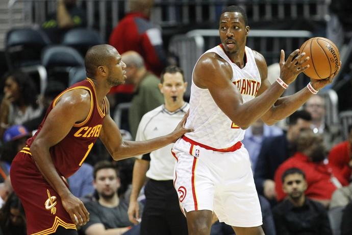 Dwight Howard comandou o Atlanta Hawks na vitória sobre o Cleveland Cavaliers (Foto: Reuters/Brett Davis-USA TODAY Sports)
