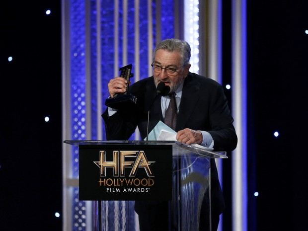 Robert De Niro discursa contra Donald Trump durante o Hollywood Film Awards (Foto: Mario Anzuoni/Reuters)