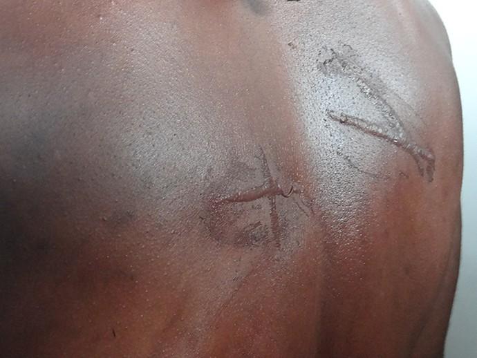 Detalhe da caracterização de um dos atores que atua como escravo (Foto: J Passos/Gshow)