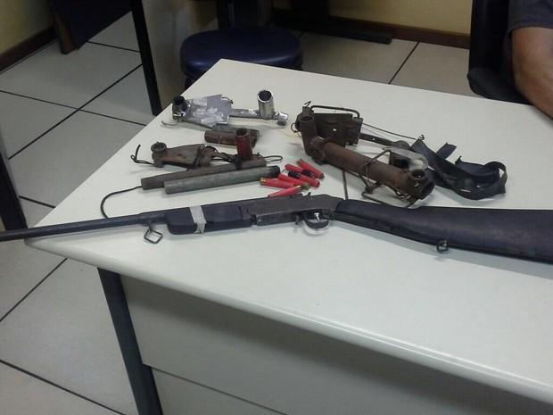 Material de caça apreendida em Conceição de Macabu (Foto: PM/Divulgação)