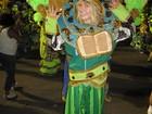 Estrangeiros dispensam samba no pé e marcam presença na Sapucaí