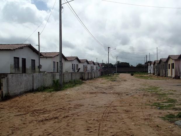 Conjunto Habitacional foi invadido antes do término da construção (Foto: Fred Carvalho/G1)