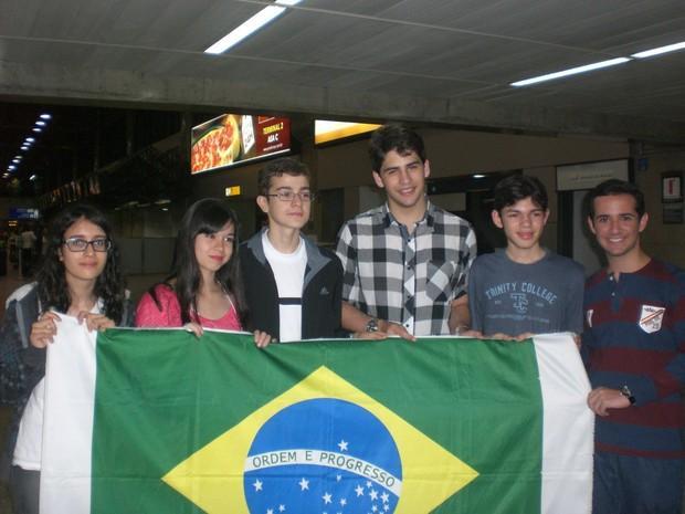Equipe brasileira no aeroporto de Dubai no caminho de volta para o Brasil  (Foto: Allison Hirata/ Divulgação)