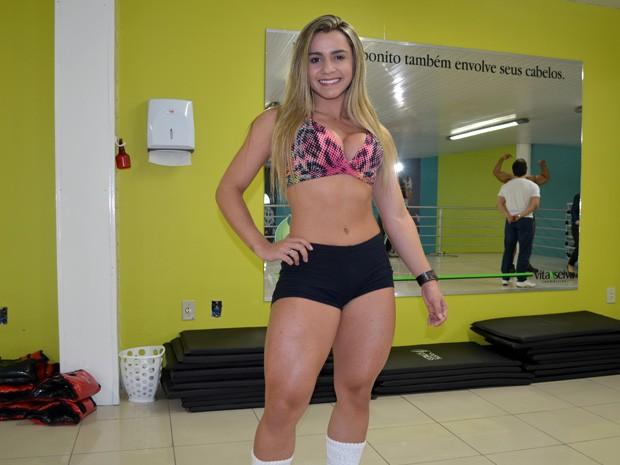 Com um corpo escultural, Mariane diz que não sente falta do chocolate (Foto: Tiago Campos / G1)