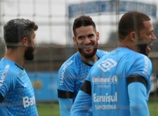 grêmio marcelo oliveira douglas treino (Foto: Eduardo Deconto/GloboEsporte.com)