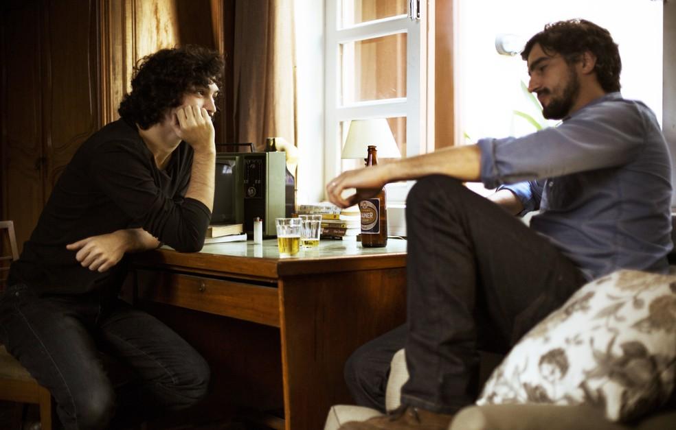 Renato diz para Gustavo que Vitor agiu com muita covardia ao lhe dar um soco e mais:
