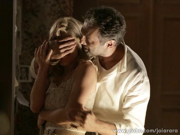 Surpresa! Mundo prepara um baile particular para Iolanda (Foto: Fábio Rocha/TV Globo)