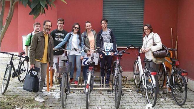 Estudantes precisam usar a bicicleta no mínimo três vezes por semana para ganhar pontos (Foto: BBC BRASIL/Erika Zidko)