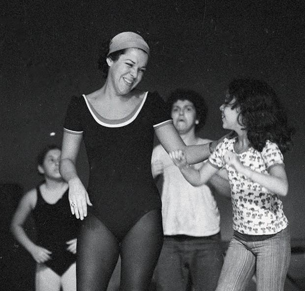 """Rio de Janeiro (RJ) 16/07/1977 - Teatro Infantil - Peça """" Os Saltimbancos"""" - Ensaio no Canecão - Miúcha - Foto Robson de Freitas / Agência O Globo - Negativo: 77-9045 (Foto: Agência O Globo)"""