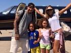 Jogador holândes De Jong curte férias com a família após a Copa