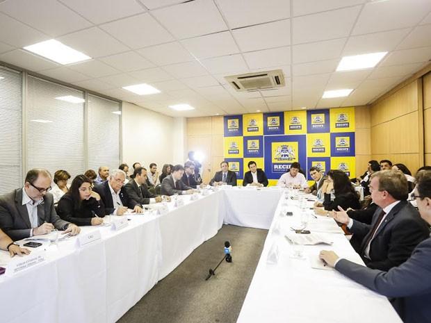 Encontro reuniu Executivo municipal, representantes de entidades e os ministérios públicos Estadual (MPPE) e Federal (MPF) (Foto: Divulgação/Andrea Rego Barros/PCR)