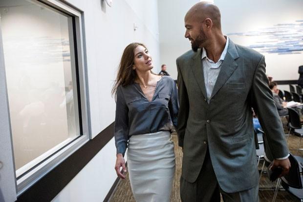, Solo compareceu com o marido, o ex-jogador de futebol americano do Seattle Seahawks Jerramy Stevens, no tribunal de Kirland (Foto: Jordan Stead/Seattlepi.com/AP)