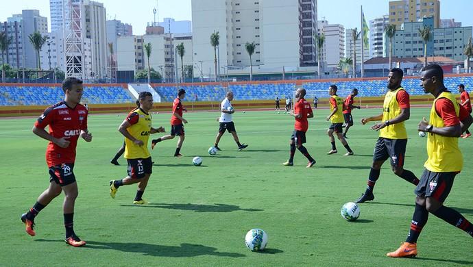 Jogadores do elenco do Atlético-GO treinam no Olímpico (Foto: Comunicação//Atlético-GO)