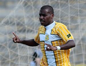 Baiano marca duas vezes contra o Vila Nova