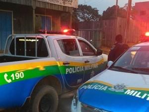 Testemunhas contaram à PM que suspeito fugiu na garupa de uma motocicleta (Foto: Machadinho Online/Reprodução)