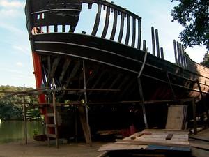 A caravela em reformas na Lagoa do Taquaral, em Campinas (Foto: Reprodução EPTV)